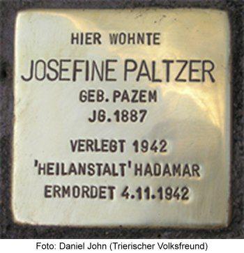 Stolperstein Josefine Paltzer, Trier. Foto: Daniel John (Trierischer Volksfreund)